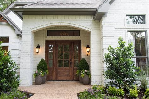 Hgtv Front Door by Photos Hgtv S Fixer With Chip And Joanna Gaines Hgtv