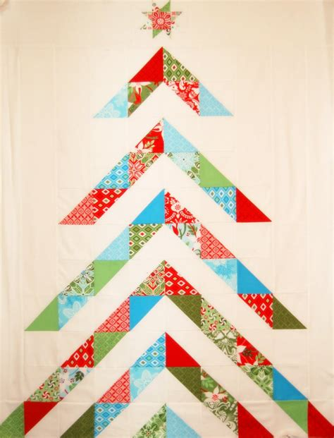 pattern for christmas tree quilt quilt inspiration free pattern day christmas quilts