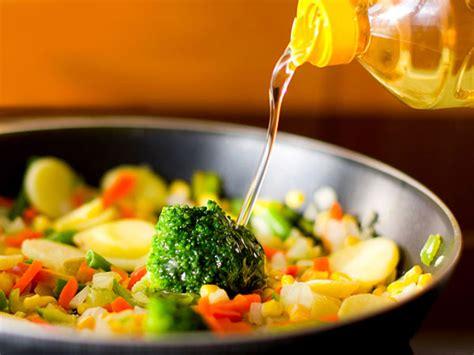 Minyak Sayur Di sebenarnya minyak sayur terbuat dari sayuran apa