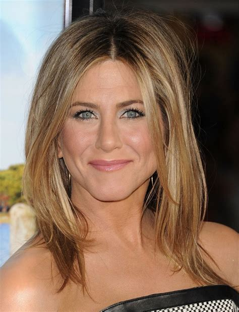 middle parting hairstyles for medium length hair 25 jennifer aniston hairstyles jennifer aniston hair
