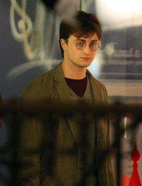 daniel radcliffe harry potter deathly hallows part 2 daniel radcliffe photos photos celebs on the set of