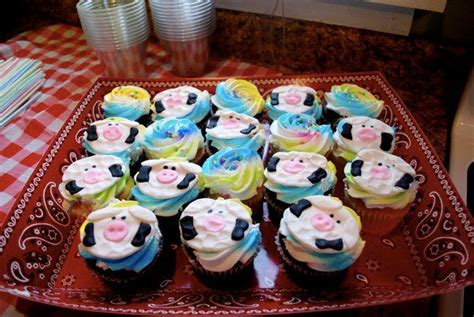 Cow Themed Baby Shower by Quot Holy Cow Quot A Barnyard Baby Shower Newlywoodwards