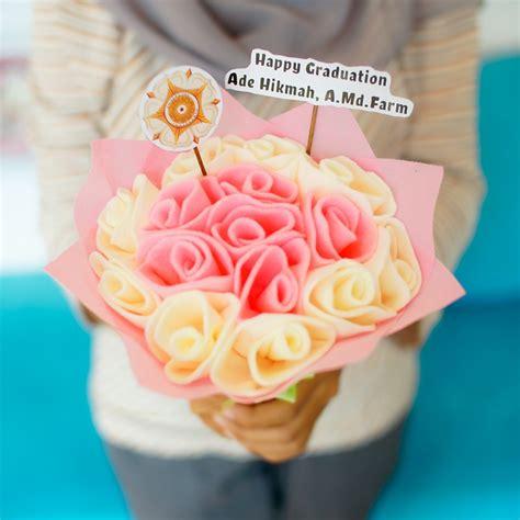 tutorial membungkus buket bunga flanel jual buket bunga flanel murah jogja kado wisudaku
