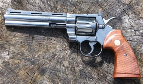 Walking Dead Revolver the colt python an ideal gun