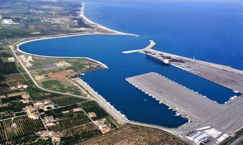 porto di corigliano corigliano in arrivo circa 800 migranti l ecodellojonio