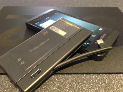 Battery Charger Bundle For Blackberry Z10 2011 blackberry z10 battery charger bundle review mobilesyrup