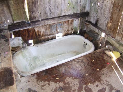 pictures of old bathtubs image gallery old bath tub