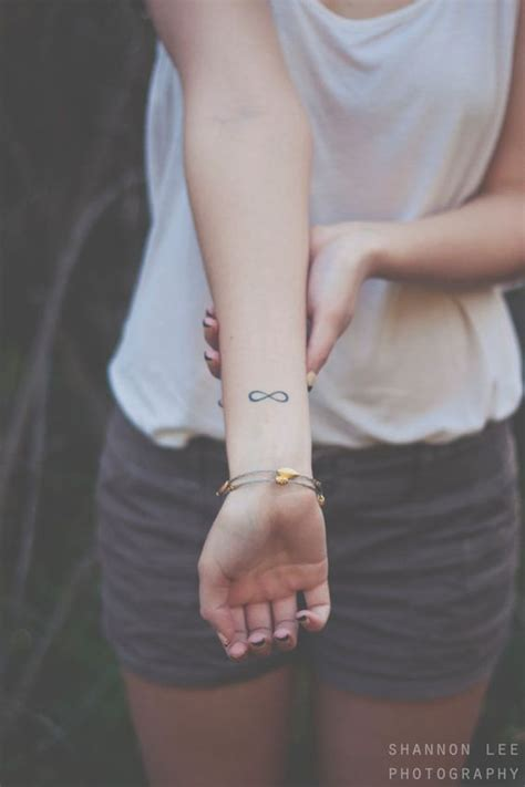 flash tattoo urban outfitters girl model urban outfitters and models on pinterest