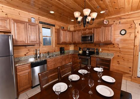 Chalets In Pigeon Forge by Pigeon Forge Cabins Fitzgerald S Shamrock Chalet