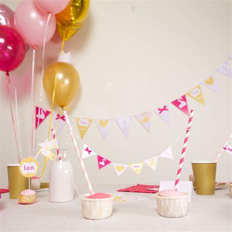 Decoration Anniversaire Bebe d 233 coration anniversaire 1 an fille kit theme cygne achat