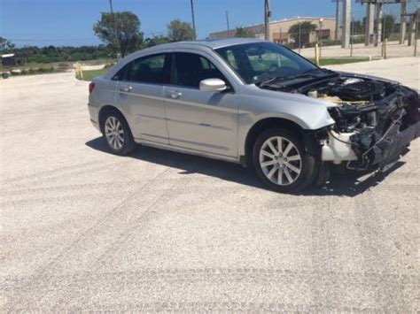 chrysler payment sell used chrysler 200 rebuildable salvage repairable