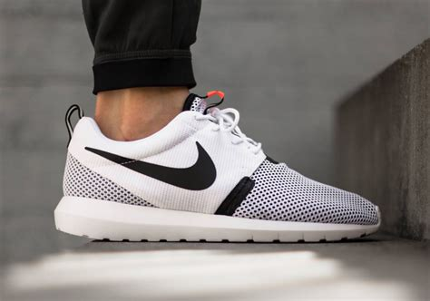 Running Shoes Nike Rosherun Black White nike roshe run nm white black lava sneakernews