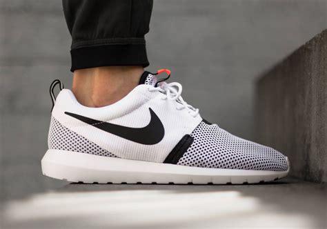 Nike Rosherun nike roshe run nm white black lava