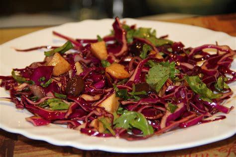 cavolo rosso come cucinarlo l insalata di cavolo rosso e mele da magic in the kitchen