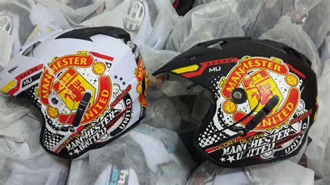 Helm Bola Club Manchester United jual helm motif club bola www dizlees