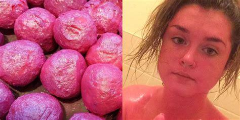 dit meisje gebruikte een badproduct verkeerd en werd knalroze