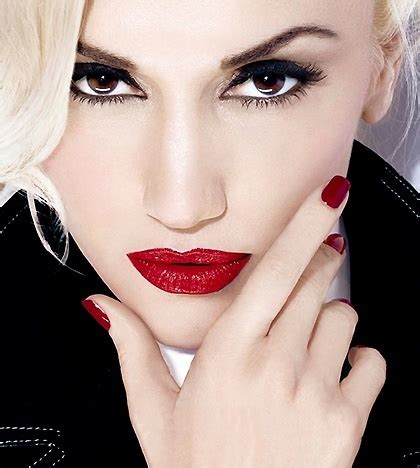 what are the colors of lipstick that gwen stefani wears on the voice gwen stefani pretty red lips gwen pinterest