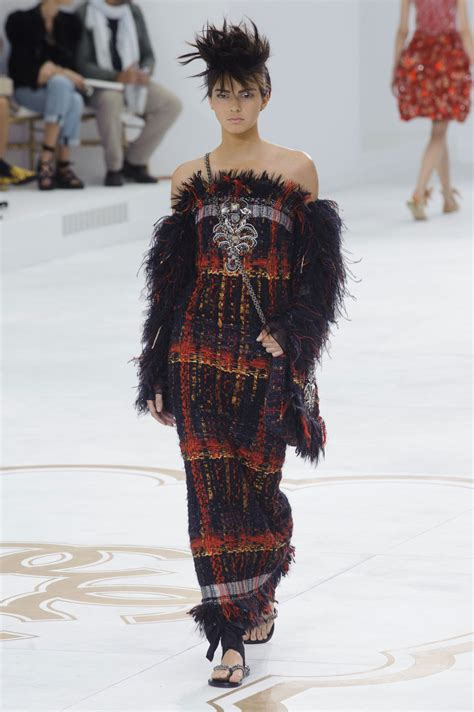 In Runway Looks by Chanel Couture Fall 2014 Kendall Jenner S Best Runway