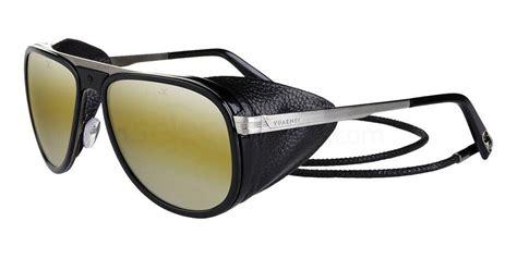 daniel craig as bond flashes spectre sunglasses