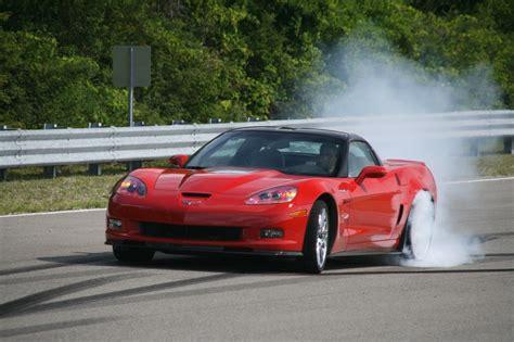 corvette zr1 burnout covette zr1 burnouts photo gallery autoblog
