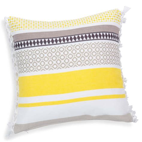 housse de coussin jaune housse de coussin 224 franges en coton jaune grise 40 x 40 cm porto maisons du monde