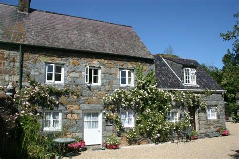 guernsey cottage 20 best guernsey self catering cottages