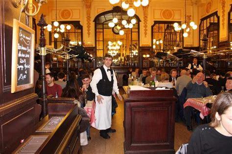 Salle et serveur   Photo de Le Bouillon Chartier, Paris   TripAdvisor