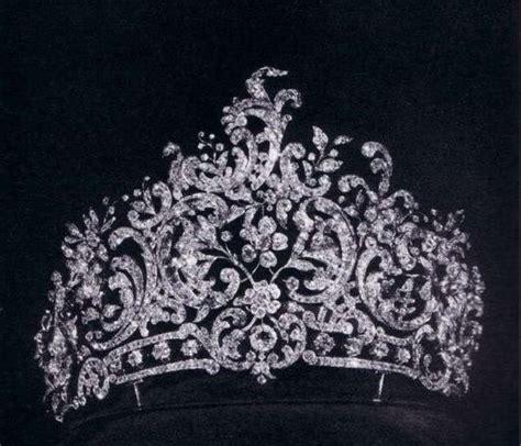 Du Tiara les 3456 meilleures images du tableau crowns sur couronnes joyaux de la couronne et