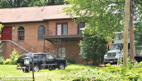 josh duggar house josh duggar s flees dc for arkansas house after child abuse scandal daily mail online