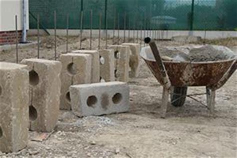 gartenmauer selber bauen gartentor selber bauen torpfosten einbetonieren