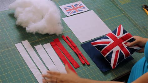 british flagunion jack pillow tutorial crafty gemini