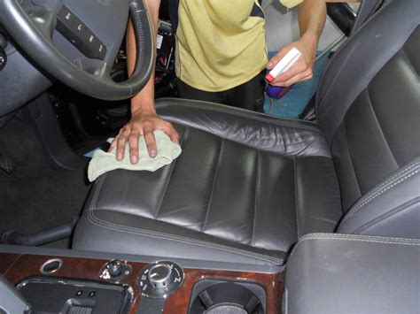 Clean Upholstery In Car by How To Clean Your Car Interior Mats Seats Hirerush