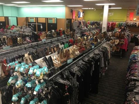 Platos Closet Sarasota by Plato S Closet Opens In Fort Lauderdale Selling And