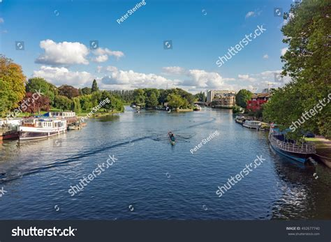 thames college berkshire reading the river thames at reading in berkshire uk stock photo