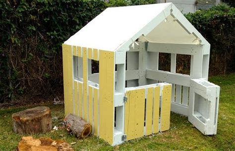 Pallet Play House by Diy Pallet Playhouse Projects Pallet Wood Projects
