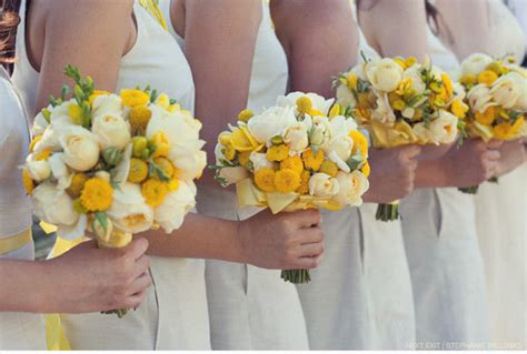 Bridesmaid Bouquet Yellow by Bouquet Moment