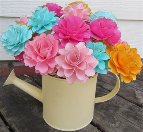 fiori fai da te di carta decorazioni primaverili con la carta idee originali e