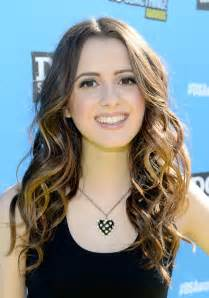 did marano cut hair laura marano photos photos dosomething org and vh1 s