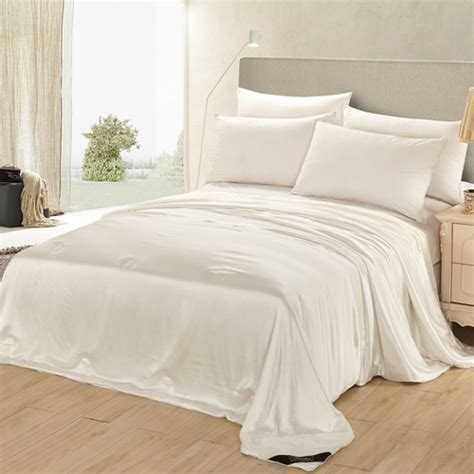 Silk Comforters by Why Should We Choose A Silk Duvet For The Cold Winter