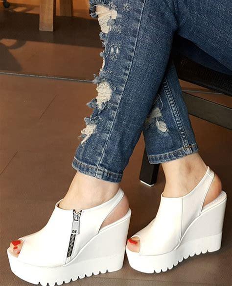 dolgu topuklu ayakkabi yeni moda modeller yeni moda modeller yeni sezon yazlık marjin bayan ayakkabı modelleri yeni