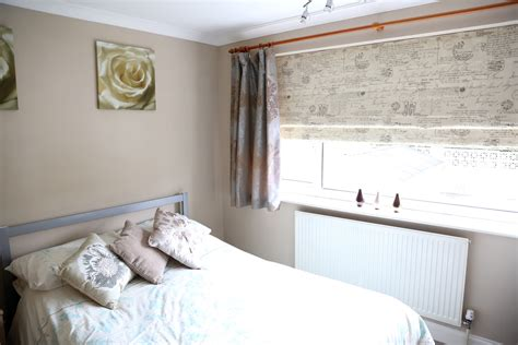 how mary layered roman blinds and curtains in her bedroom case studies web blinds
