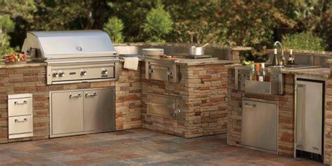 Prefab Outdoor Kitchen Grill Islands by Au 223 Enk 252 Che Holzbackofen Und Gasgrill Auf Gardelino De