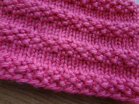 knit cowl pattern fiber flux free knitting pattern bubblegum cowl