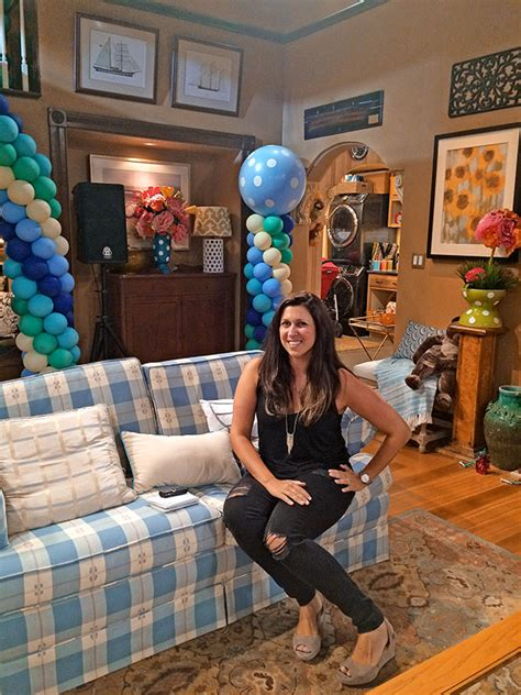 full house couch fuller house set how it came to life thanks to