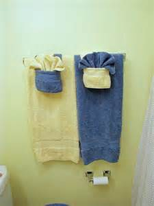 Picture of fold fancy towels w pockets