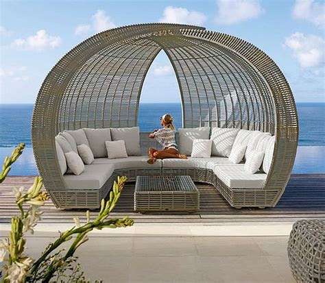 multifunktions lounge bett spartan shade and iglu luxury lounge daybeds from