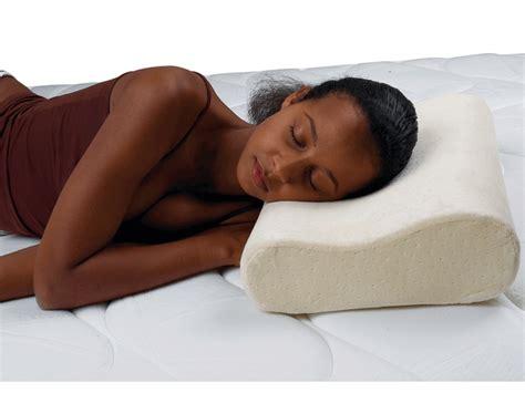 dormir sur le c 244 t 233 oreiller ergonomique