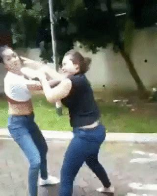 netizens in s pore lol at viral hair pulling fight between 2 mothership sg