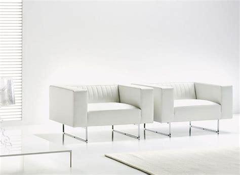 sedie poltrone moderne poltrone moderne squadrate base in metallo cromato