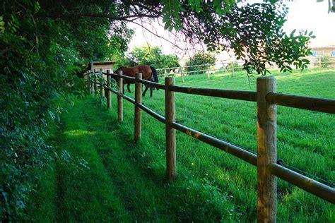 Image Cloture Bois by Cloture Bois D 233 Couvrez Nos Clotures En Bois Nature